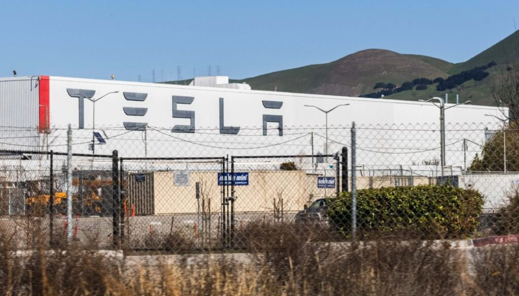 Tesla_Announces_Semi_Battery_Upgrade