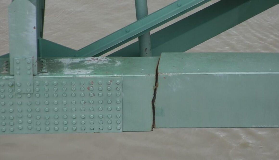 I-40_Bridge_Shut_Down_Until_Further_Notice